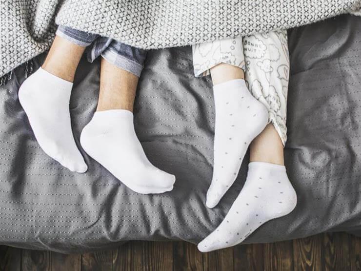 اجعلي جوارب عائلتك البيضاء جديدة