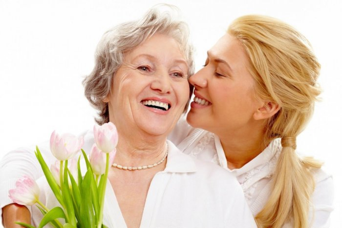 أهل الزوج وتعاملك معهم يحدد نسبة راحتك خلال الزواج