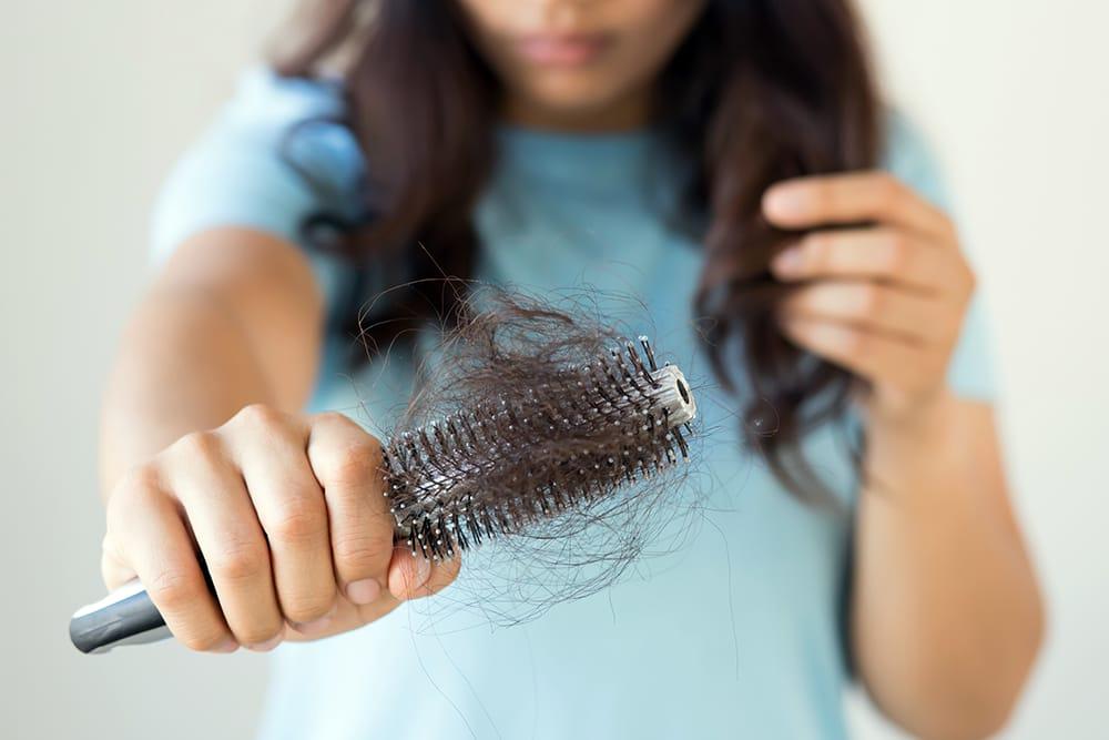 7 نصائح مذهلة لمن تعاني من تساقط الشعر أثناء الحمل!