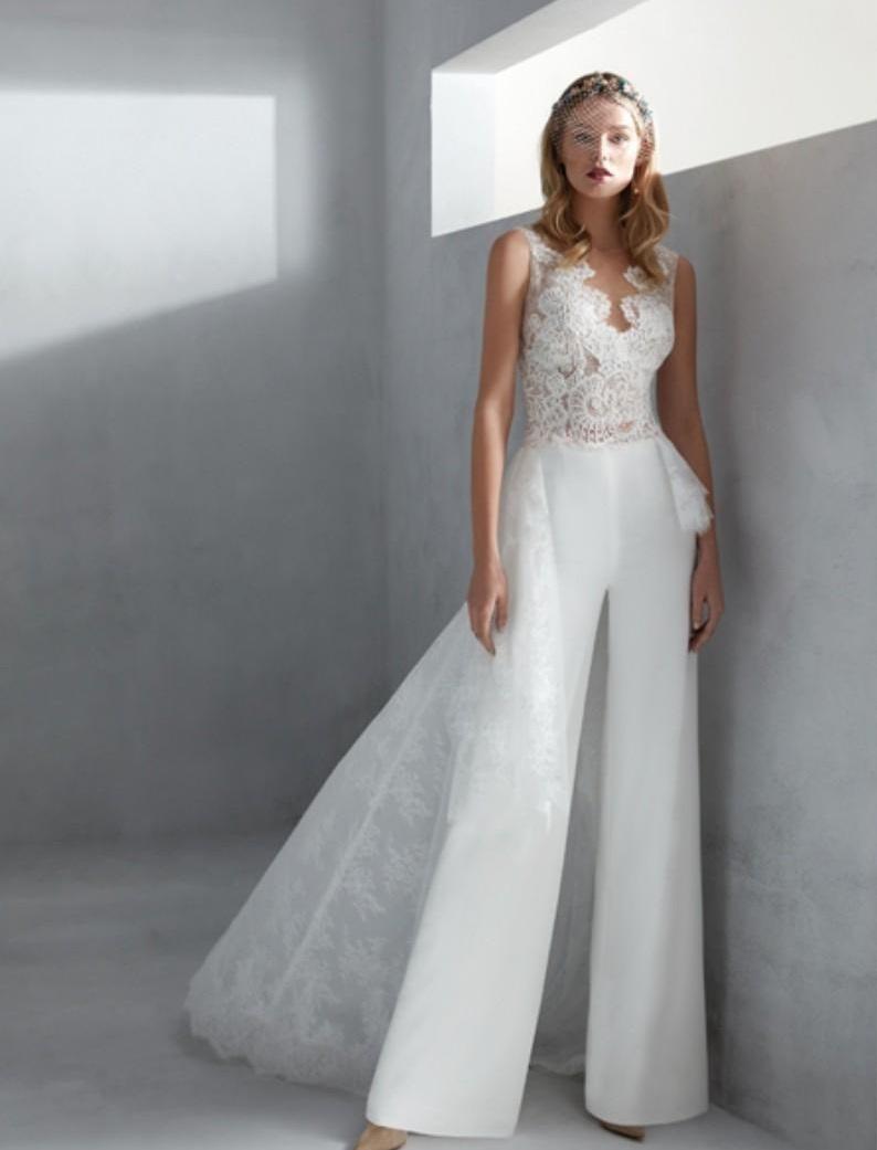 الجمبسوت خيار أنيق لإطلالتك في الزفاف