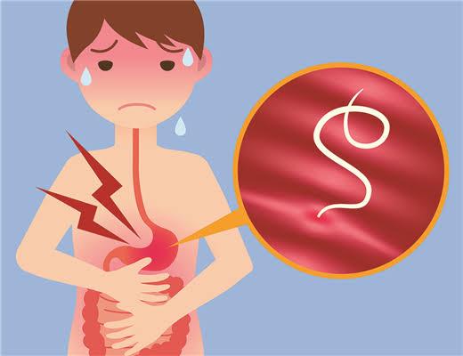 كيف تعرفين ان طفلك مصاب بديدان البطن وما هي الحلول؟