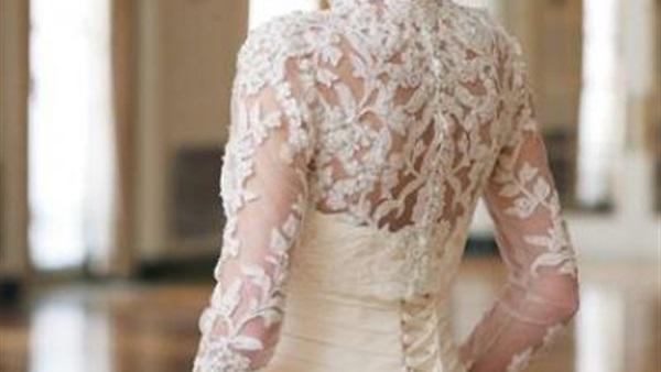 اضيفي اكمام التل لفستان زفافك