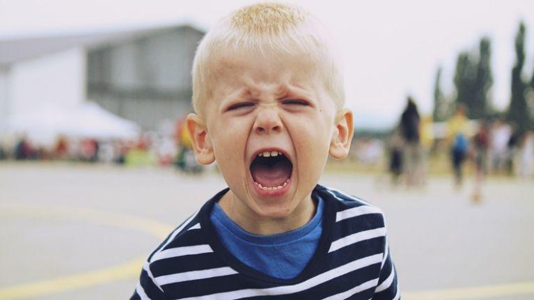 طفلي غاضب وعدائي طوال الوقت