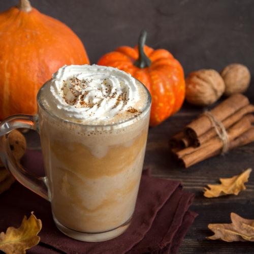 مشروب دافئ بنكهة الخريف