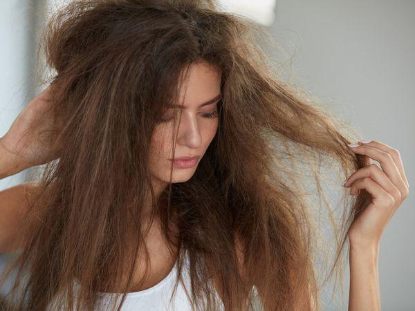 10 علاجات منزلية غير مكلفة وسهلة التحضير لعلاج مشاكل شعرك !
