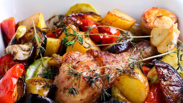 صينية الخضروات بإضافات متعددة من اللحم والدجاج والكريمة