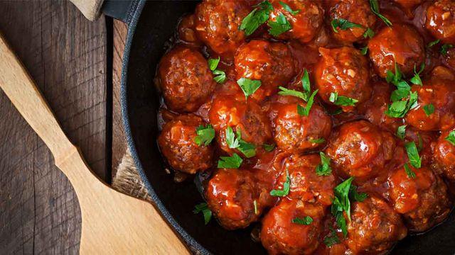 داوود باشا كرات اللحم بصلصة الطماطم وصف طبق شهي بنكهات مميزة