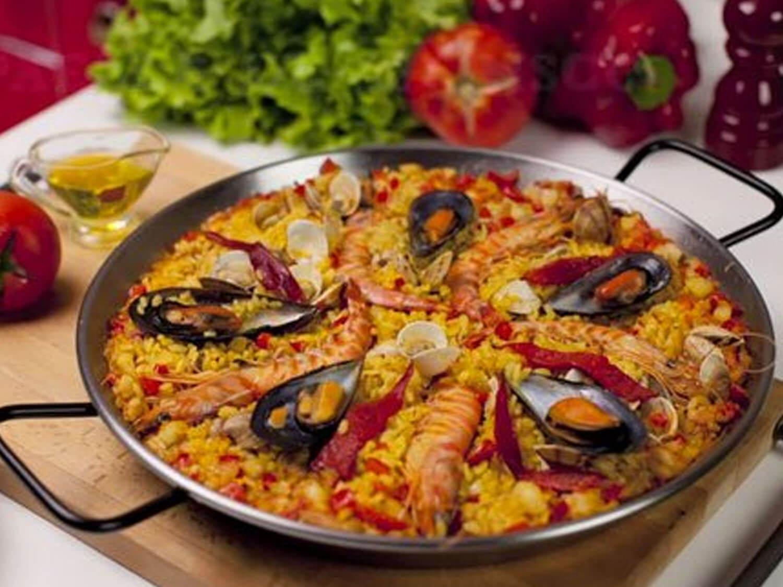 قصة إختراع  ووصفة طبق الباييلا الاسبانية الشهية