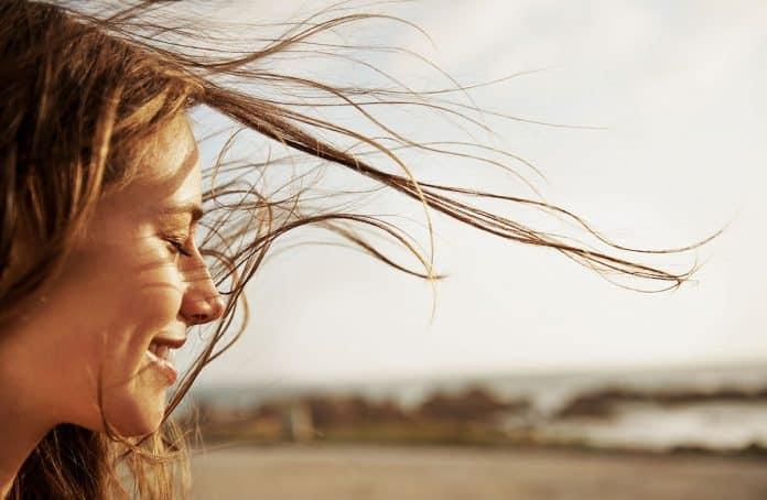طرق طبيعية لإزالة لون الشعر بشكل فعال في المنزل! 👩🏻🦱💇