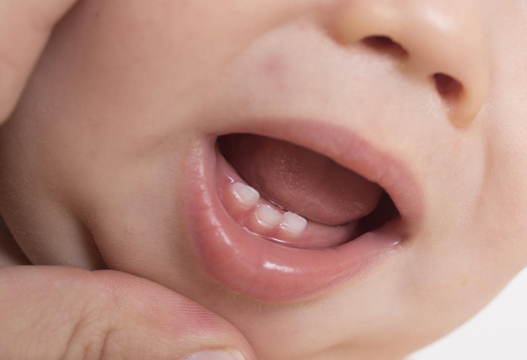 مرحلة التسنين: تسع أعراض شائعة لتسنين الطفل الرضيع