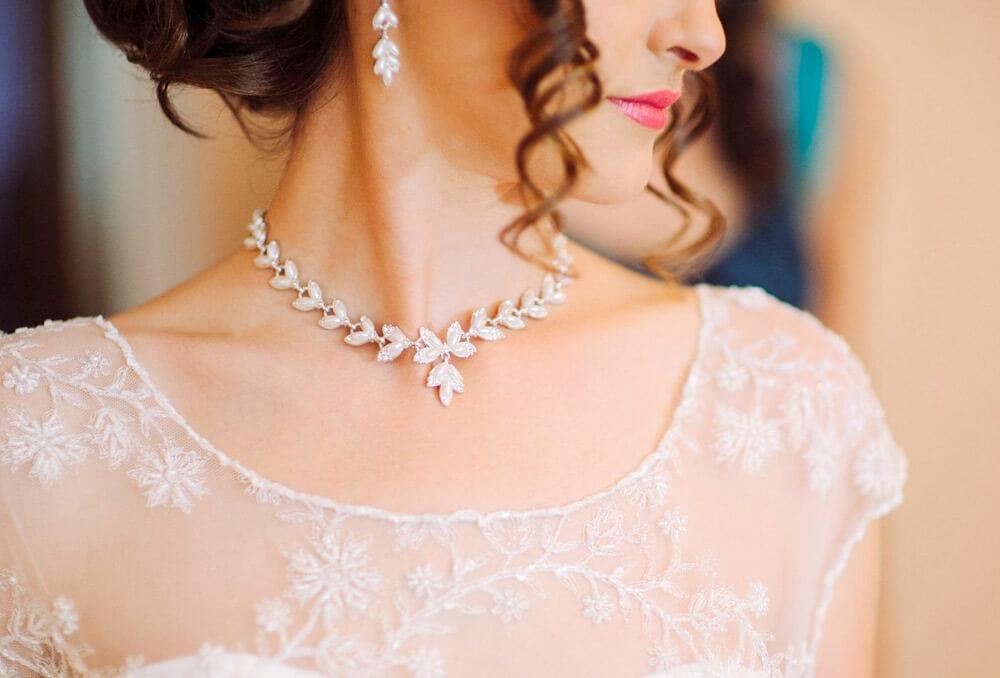 كيف تختارين إكسسوارات الزفاف المناسبة