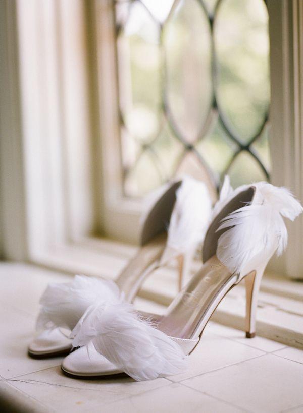 موضة الريش تزين أحدث صيحات الأحذية هذا الموسم