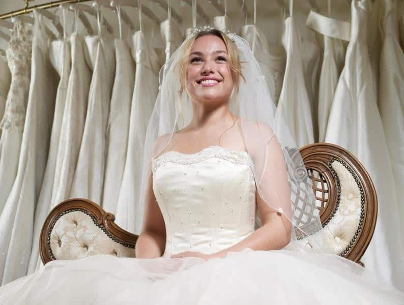 أخطاء إحذريها عند إختيار فستان الزفاف