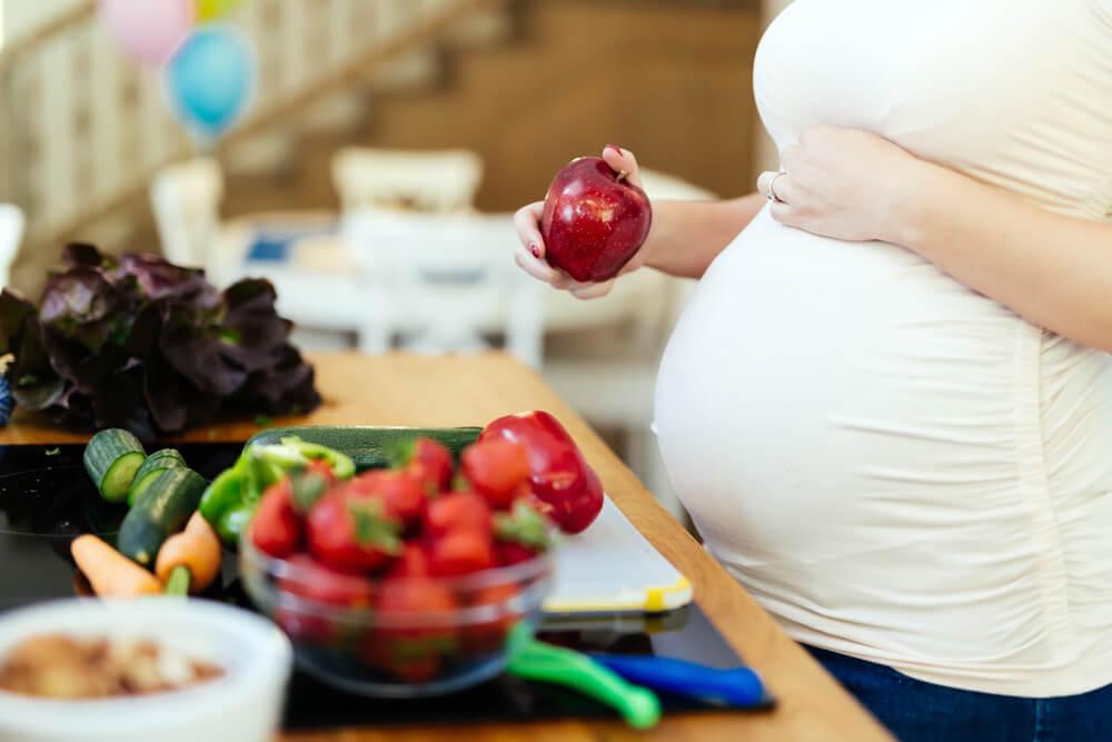 هل وافق كلام جدتي ما قاله العلم ؟! كيف يجب أن تكون تغذية الأم الحامل ؟!