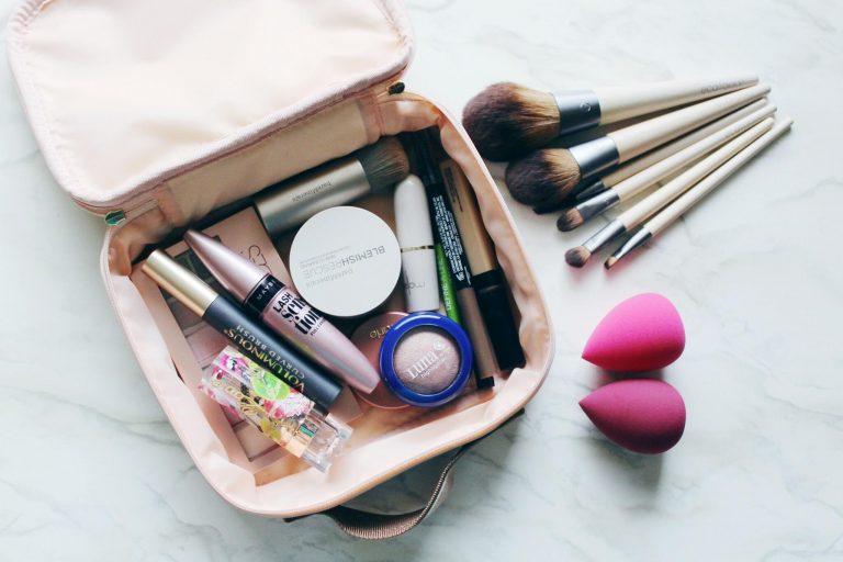 هل تعلمين على ماذا تحتوي حقيبة مكياچي الآن؟!