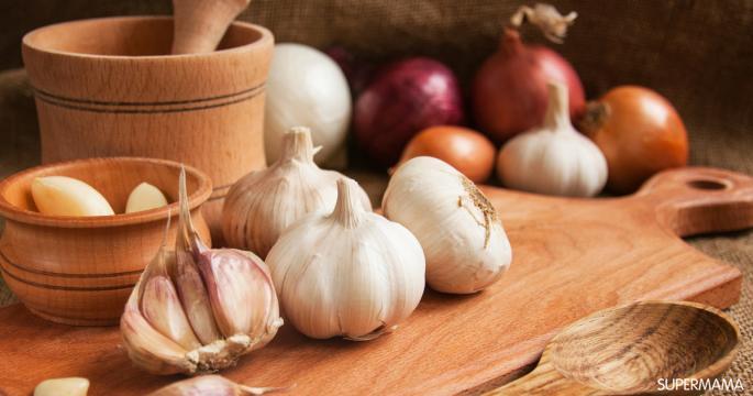 للتخلص من رائحة الثوم في ادوات المطبخ والفم