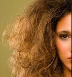 كيف ترطبين شعرك بعد جفاف الصيف
