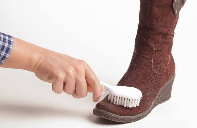 أفضل الطرق لتنظيف أحذية الشامواه والحغاظ على رونقها