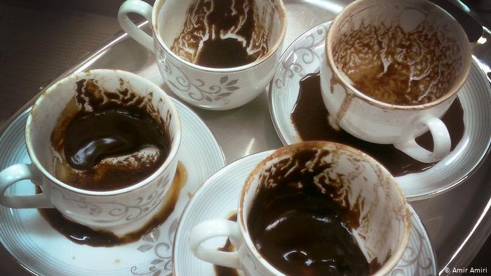 لا تتخلصي من القهوة المطحونة! استخدميها في منزلكِ والحديقة