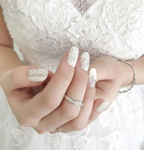 لمسات طلاء الاظافر للعروس ومايناسبها