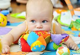 لتحفيز نمو طفلك الرضيع؛ اتبعي هذه النصيحة الفعالة!