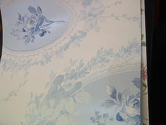 النحاسي والأزرق على عرش موضة ورق الحائط  هذا العام