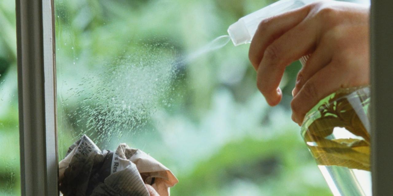 طريقة لتلميع الزجاج تجعله براقًا