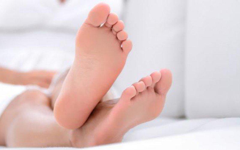تخلصي من رائحة قدميك بسهوله!