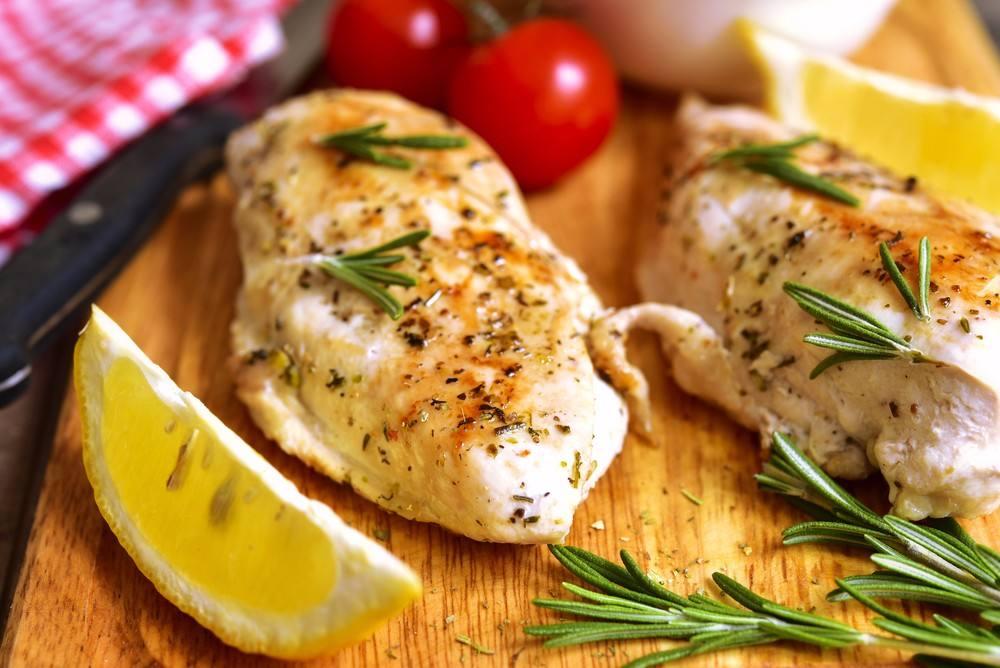 وصفة اليوم صدور الدجاج بالثوم والليمون وجبة صحية وشهية