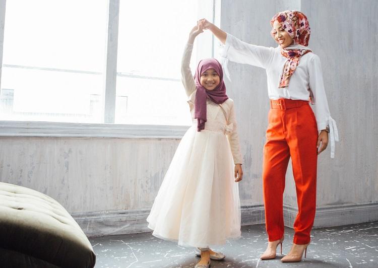 هيا نحتفل! كيف تحتفلي بارتداء ابنتكِ للحجاب في العيد؟!