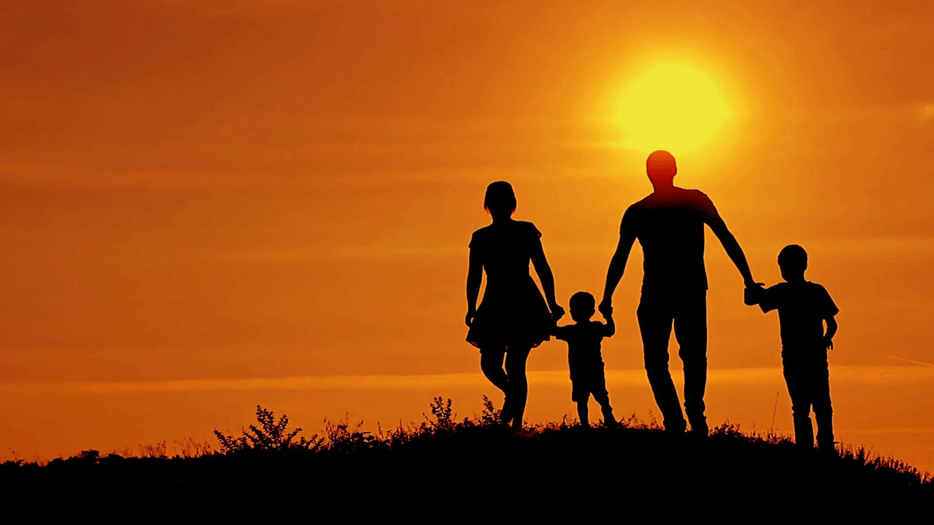 تعاون الأسرة ينتج التقارب و المودة