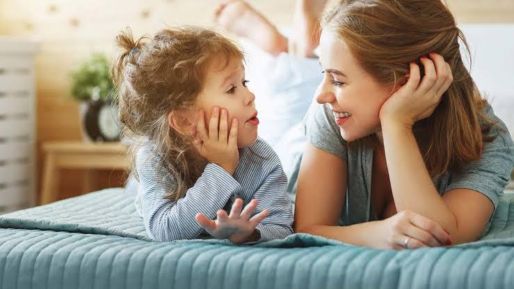 عبارات إذا قلتيها لطفلك يومياً ستتغيّر حياته