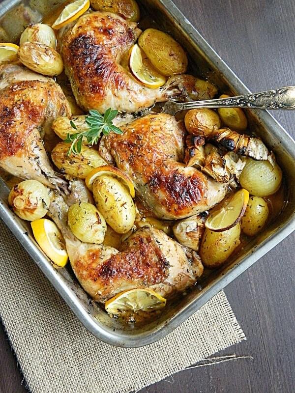 طبق  من النكهات الشهيه الدجاج والبطاطس بالزعتر
